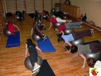 Ćwiczenia na piłkach gimnastycznych to nowość w Tucholi.